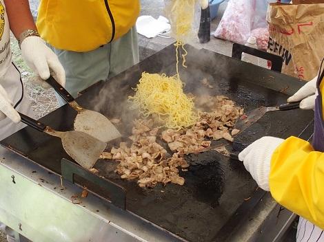 野田LCの焼きそばはお肉がタップリ!超豪華!