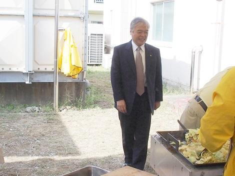 市長野田LC名物の焼きそばを激励